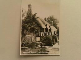 Black And White  Postcard -  Anne Hathaway's Cottage, Stratford Upon Avon - Stratford Upon Avon