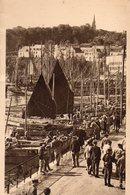 29 DOUARNENEZ - Le Port-CPA  1942  Trés Animée Les Quais .Barques ,Voiliers   N°17 - - Douarnenez