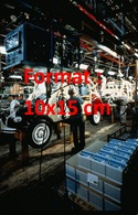 Reproduction D'une Photographie Ancienne De L'usine De Production De La Citroen 2 CV à Levallois En 1988 - Reproductions