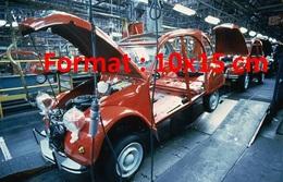 Reproduction D'une Photographie Ancienne D'une Vue De L'usine De Production De La Citroen 2 CV à Levallois En 1988 - Reproductions