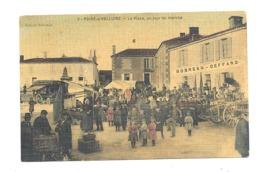 POIRE - S / VELLUIRE (85) - La Place Un Jour Du Marché- ANIMATION - Carte Colorisée Et D'une Texture Style Toilé (fr75 ) - Poiré-sur-Vie