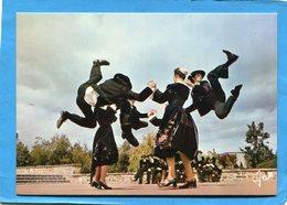 Guéméné-gros Plan De Danse Gwenedour -bonds Acrobatiques  Années 60 édition Jos - France