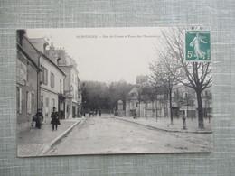CPA 18 BOURGES RUE DE CROSSE ET PLACE DES MARRONNIERS ANIMEE - Bourges
