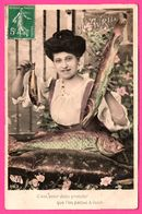 Fantaisie - 1er Avril - Femme Avec Vrais Poissons - C'est Pour Vous Prouver Que L'on Pense à Vous - 1911 - Colorisée - 1er Avril - Poisson D'avril