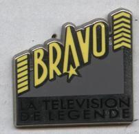 Pin's Arthus Bertrand Média Télé Télévision De Légende Bravo - Médias