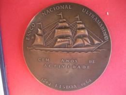 Portugal Et Ses Colonies En Afrique Et Asie Médaille Centenaire Du Bateau Lisboa 1864 – 1964. - Tokens & Medals