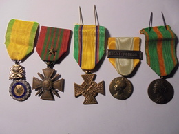 ENSEMBLE LOT ANCIEN COMBATTANT 1940, DONT MERITE CONFEDERAL DU SOUS-OFFICIER (Médailles Militaires) - Medals