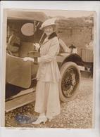 MISS ROBERTA WILLARD COLONY AT NEWPORT  COLONEL JOSEPH H WILLARD OF NEW YORK  Fonds Victor FORBIN (1864-1947) - Coches