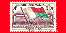 MADAGASCAR - Usato - 1959 (1958) - Proclamazione Della Repubblica - Bandiera - Flags And Map Of Madagascar - 20 - Madagascar (1960-...)