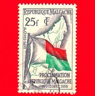 MADAGASCAR - Usato - 1959 - Proclamazione Della Repubblica - Bandiera - Flags And Map Of Madagascar - 25 - Madagascar (1960-...)