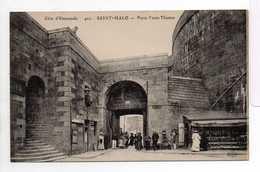 - CPA SAINT-MALO (35) - Porte Saint-Thomas (avec Personnages) - Edition Le Deley 401 - - Saint Malo