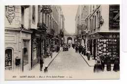 - CPA SAINT-MALO (35) - Rue Et Porte Saint-Vincent (avec Personnages) - Editions Lévy 231 - - Saint Malo