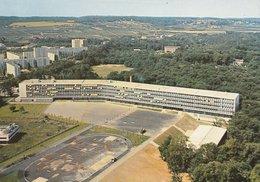 POISSY (78). Le Lycée De Beauregard. Vue D'emsemble, Stade Au 1er Plan (Ecoles) - Poissy
