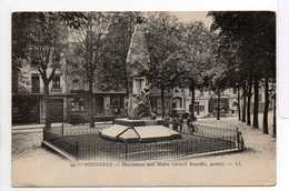 - CPA FOUGERES (35) - Monument Aux Morts - Editions Lévy N° 99 - - Fougeres