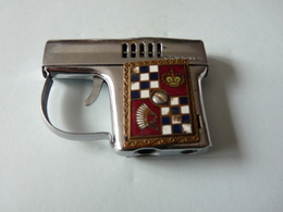 1   Ancien BRIQUET Forme Pistolet  De Marque Corona - Autres