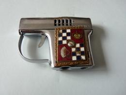 1   Ancien BRIQUET Forme Pistolet  De Marque Corona - Briquets
