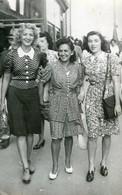 3 Femmes Sur La Canebière Marseille? - Années 1930-40 - Anonymous Persons