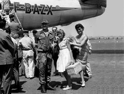 A-2B > PHOTO ALGERIE > Général BIGEARD Sa Femme Et Fille 3ème Régiment De Parachustistes Année 1957-58 - TRES BON ETAT - Aviation