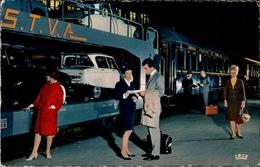 ! Chemins De Fer Francais, Train Auto Couchettes, Autozug, Avignon, Eisenbahn 1966 Citroën Ami 6, Voitures,  Wagon Lits, - PKW