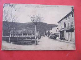 CPA - LA VOULTE - LA RUE THIERS - LES ECOLES DE GARCONS - La Voulte-sur-Rhône
