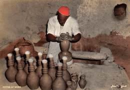 Bahraïn - A'ALI - Potter At Work - Copyright M. Shakib, General Stores - Potier - Pottery Workshop - Bahrein
