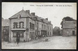 CPA 22 - Lanfains, Le Bourg - Un Coin De La Place - Frankreich