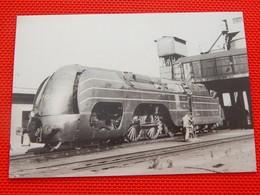 TRAINS - SNCB - SCHAERBEEK En 1962 - Locomotive à Vapeur Type 12 , Type Atlantic - (Photo F. Drugmand) - Stations - Met Treinen