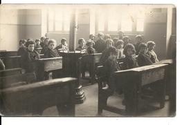 CARTE PHOTO  SALLE DE CLASSE, ECOLIERS ET PROFESSEURS A TOURNON - Photographie