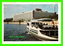 RUSSIE - VUE DE L'HOTEL PRISE DU BATEAU - CIRCULÉE - - Russie