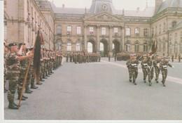 C.P. - PHOTO - DISSOLUTION DU 3° CUIRS - LUNEVILLE 27 JUIN 1998 - LA GARDE VA REMETTRE SON ÉTENDARD AU CAPITAINE GEORGE - Casernes