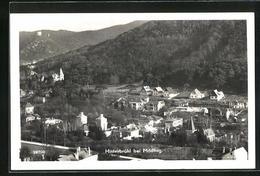 AK Hinterbrühl, Ortsansicht Mit Blick Auf Kirche Und Berge - Unclassified