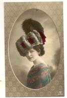 111 - Jeune Dame Dans Un Médaillon- Chapeau Extravagant - Mode