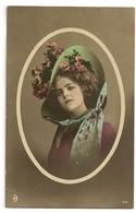 112 - Jeune Dame Dans Un Médaillon- Chapeau Extravagant - Mode