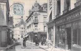41 - MONTRICHARD La Grand'Rue Et La Mairie ( Animation Commerces : Draperie Confection Horloger ...) CPA - Loir Et Cher - Montrichard