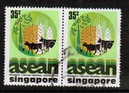 SINGAPORE  Scott # 283 VF USED PAIR (Stamp Scan # 492) - Singapore (1959-...)