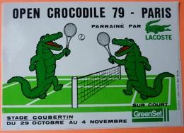 AUTOCOLLANT STICKER - OPEN CROCODILE 79 PARIS - TENNIS - LACOSTE - COUBERTIN - Autocollants