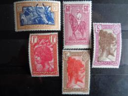 MADAGASCAR 1943-44 - Y&T N° 279 à 283 ** - TYPES SANS R.F - Madagascar (1889-1960)