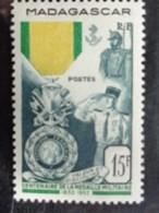 MADAGASCAR 1952 - Y&T N° 321 ** - CENTENAIRE DE LA MEDAILLE MILITAIRE - Madagascar (1889-1960)