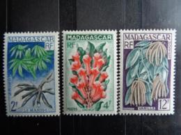 MADAGASCAR 1957 - Y&T N° 332 à 334 ** - PRODUITS AGRICOLES LOCAUX - Madagascar (1889-1960)
