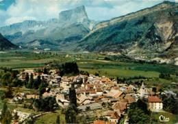 ISERE CLELLES  Vue Générale Aérienne Et Le Mont Aiguille Carte Dentelée (scan Recto-verso) KEVREN0221 - Clelles