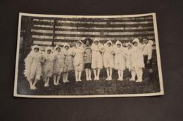Carte Postale Photo 1932  Remise Des Prix Enfants Déguisés Les Colombes - Schools