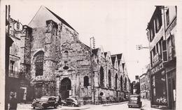 77 COULOMMIERS - CPSM - La Vieille Église Saint-Denis - Animée, Voitures Renault 4CV, Peugeot 203 - Coulommiers