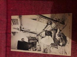 Carte Postale  Ancienne  Tunisienne Pres De Son Metier - Tunisia