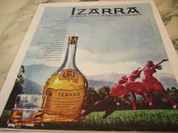 ANCIENNE PUBLICITE LE SOLEIL ET LA NEIGE DES PYRENEES LIQUEUR IZARRA 1964 - Alcools