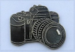 S162 Pin's Photo Photographie APPAREIL Noir Qualité Egf Achat Immediat - Fotografie