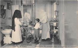 """PARIS - Hopital """" MARIE-LANNELONGUE """" , 129 Rue De Tolbiac  - Distribution Des Aliments Dans Les Chambres - Infirmières - Arrondissement: 13"""
