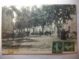 Carte Postale Marignane (13) Place De La République (Petit Format Noir Et Blanc Oblitérée Timbres 5 Centimes ) - Marignane