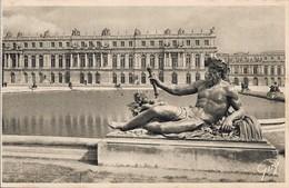 78 Versailles Le Château Et Les Parterres D'eau Le Rhône Par Tuby (2 Scans) - Versailles (Kasteel)