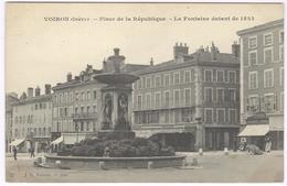 Voiron - Place De La République + LA Fontaine Datant De 1823  -  Ed. J.G. Nr 160 - Voiron