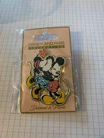 Pin's Disney Pins Disney - Collection Dessiné à Paris Mickey Mouse & Minnie Mouse Neufs - Disney